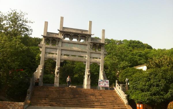 【注】       齐山风景区位于安徽省池州市南郊,北临长江,是皖南风景