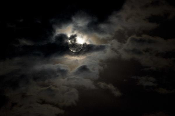9月19日 农历八月十五,锦州天气17℃—28℃,多云转晴,夜晚慢