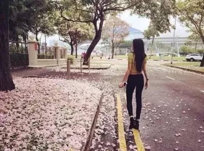 三色��g�Y��&_断雨残云无意绪,缤纷飞絮落尘涓.
